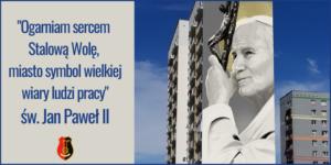 """Zdjęcie mural św. Jana Pawła II tekst """"OGARNIAM SERCEM STALOWĄ WOLĘ, MIASTO SYMBOL WIELKIEJ WIARY LUDZI PRACY"""" św. Jan Paweł II, herb miasta Stalowej Woli"""