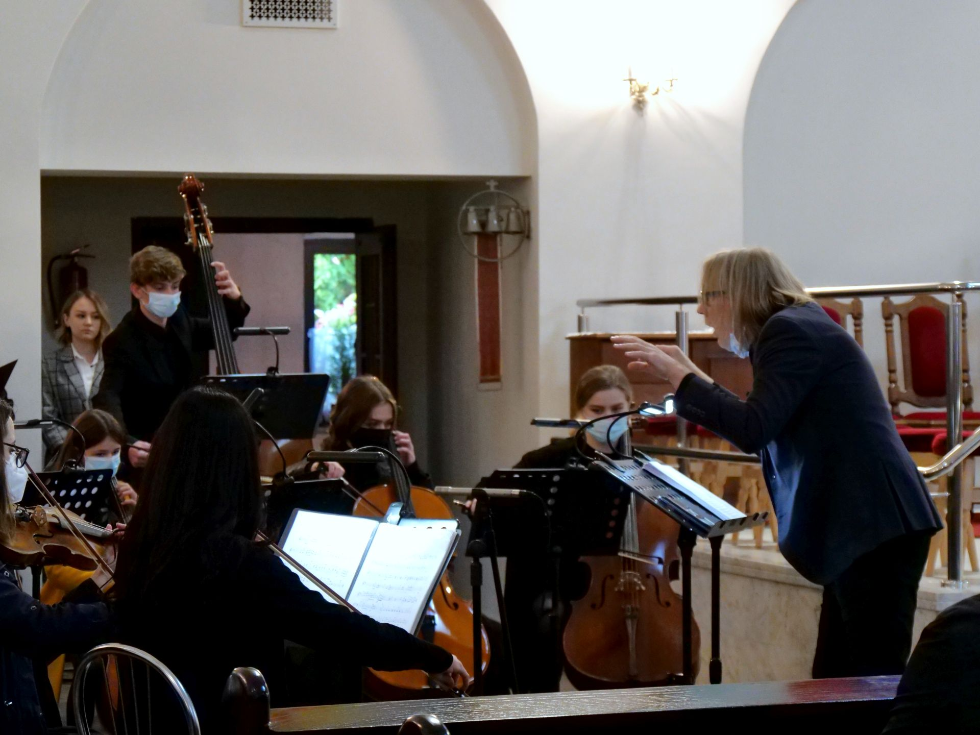wiele osób, orkiestra, instrumenty