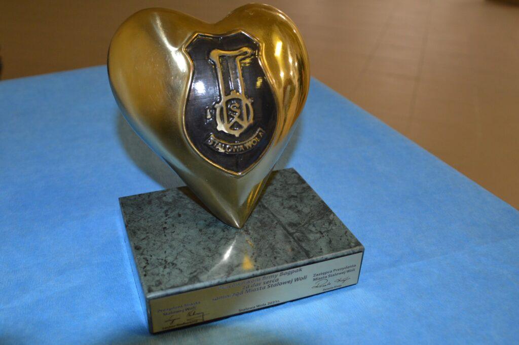 statuetka w kształcie serca