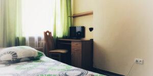 pokój, łóżko, toaletka